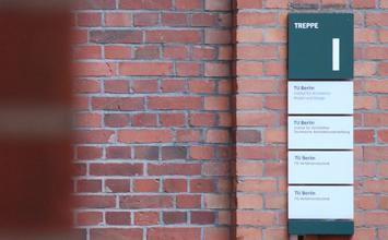 Ackerstraße 76 - Kommunikationsdesign von HORN Orientierungssysteme Berlin